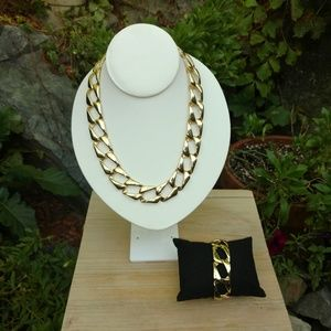 Jewelry - Gold tone flat link necklace and bracelet set